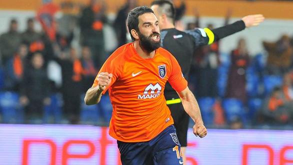 Cựu tiền vệ Barca bị kết án 32 tháng tù vì nổ súng bắn người - Ảnh 1.