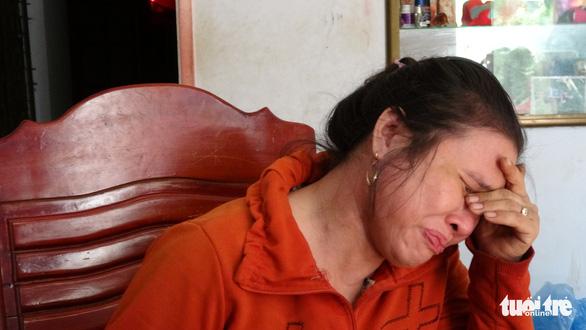 Tiểu thương bật khóc giữa tro tàn chợ Mộc Bài ở Bình Định - Ảnh 5.