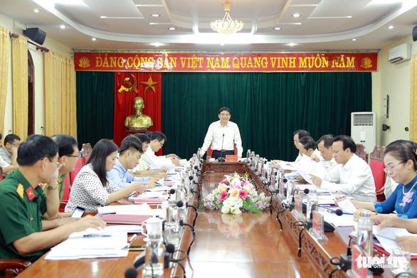 Các cuộc họp ở Nghệ An không còn chai nước nhựa - Ảnh 1.