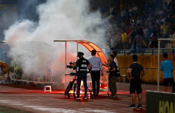 Câu lạc bộ Hà Nội đối mặt án 'treo sân đến hết V-League 2019 - Ảnh 2.