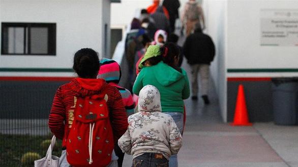 Tòa án Tối cao Mỹ ủng hộ quy định về hạn chế tị nạn - Ảnh 1.