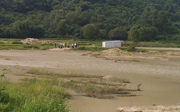 Lén đi tắm hồ, 3 học sinh tiểu học chết đuối thương tâm - Ảnh 2.
