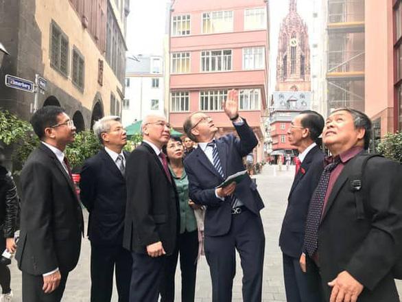 Đại biểu Quốc hội TP.HCM thăm và làm việc tại châu Âu - Ảnh 2.