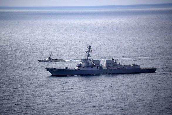 Tàu chiến Mỹ thách thức yêu sách đường cơ sở của Trung Quốc ở Hoàng Sa - Ảnh 1.