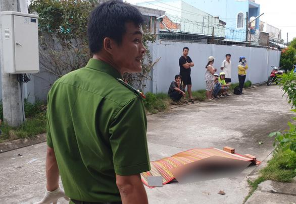 Nam thanh niên rơi từ lầu cao xuống, nghi bị giết rồi ném thi thể - Ảnh 1.