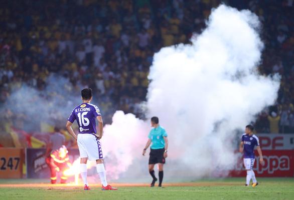 Treo sân Hàng Đẫy 2 trận, phạt CLB Hà Nội 85 triệu đồng - Ảnh 1.