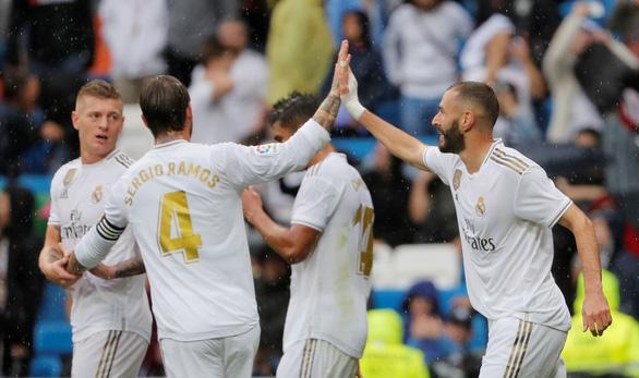 Dẫn trước đối thủ 3-0, Real Madrid suýt mất 3 điểm trong ngày Hazard ra mắt - Ảnh 1.