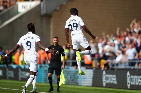 Abraham lập hat-trick, Chelsea đè bẹp 'khắc tinh của những ông lớn' - Ảnh 1.