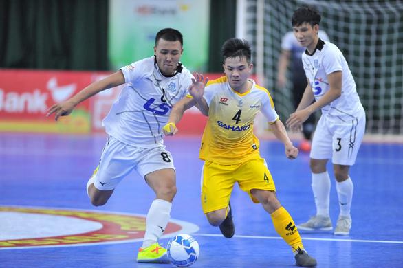 Cả ngàn khán giả xem trận đấu futsal giữa Thái Sơn Nam và Sahako - Ảnh 2.