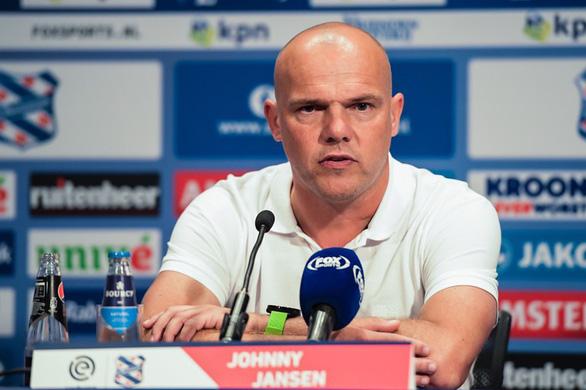 HLV Johnny Jansen tiếc nuối vì Văn Hậu chưa thể ra sân cho Heerenveen - Ảnh 1.