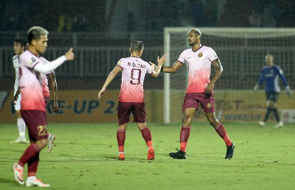 Thua Sài Gòn 1-3, CLB Hoàng Anh Gia Lai đối mặt với nguy cơ đá play-off - Ảnh 1.