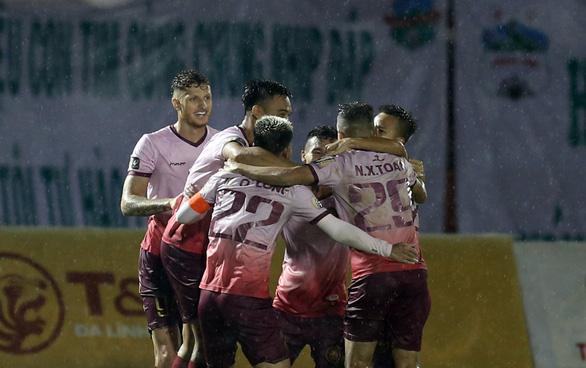 Thua Sài Gòn 1-3, CLB Hoàng Anh Gia Lai đối mặt với nguy cơ đá play-off - Ảnh 4.