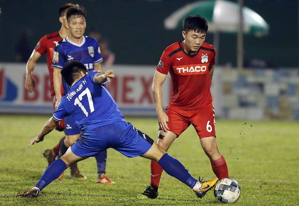 Vòng 23 V-League 2019: Đua trụ hạng trên sân Thống Nhất - Ảnh 1.