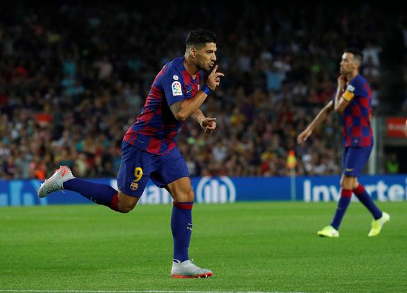 Không có Messi, Suarez tỏa sáng giúp Barca đại thắng trước Valencia - Ảnh 1.