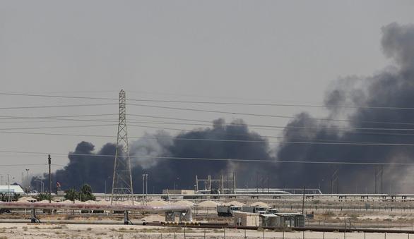 Tấn công nhà máy lọc dầu Saudi Arabia đe dọa an ninh khu vực - Ảnh 2.