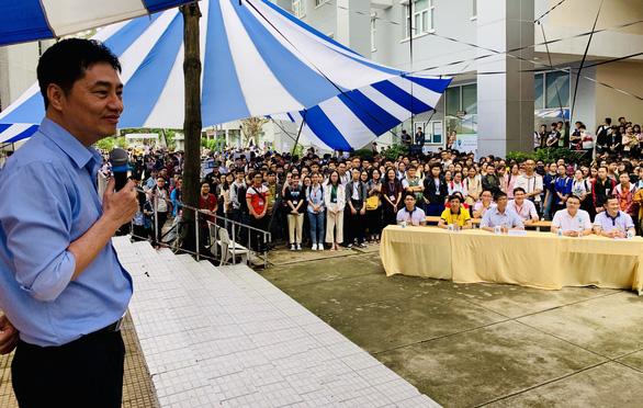 Hiệu trưởng trường y truyền cảm hứng cho tân sinh viên - Ảnh 1.