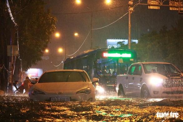 Nam bộ mưa to gió lớn, TP.HCM khó tránh ngập nước - Ảnh 2.