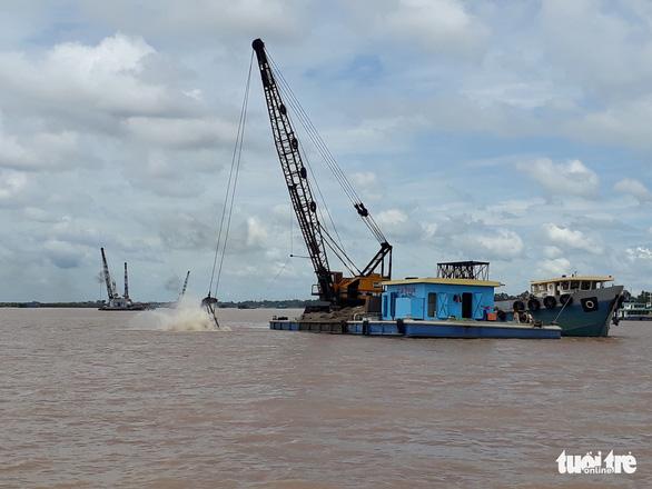 Giám đốc Sở TN-MT An Giang bị cảnh cáo vì cấp phép khai thác cát không rõ ràng - Ảnh 1.