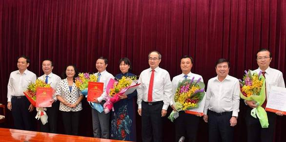 TP.HCM trao quyết định cho 5 thành ủy viên - Ảnh 1.