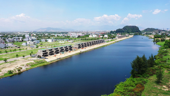 Khơi thông sông Cổ Cò, lo nhiễm mặn sông Cẩm Lệ - Ảnh 1.