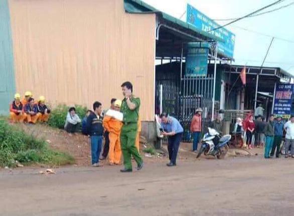 Vướng dây cáp nhiễm điện giữa đường, 2 học sinh tử vong - Ảnh 2.