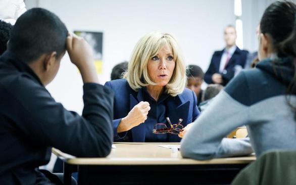 Đệ nhất phu nhân Pháp Brigitte Marcron trở lại dạy học - Ảnh 1.