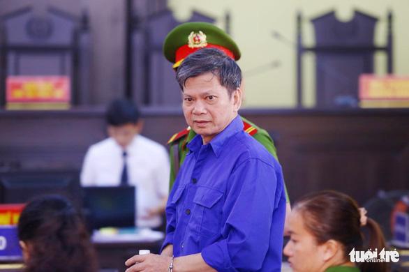 Hoãn phiên tòa xử vụ gian lận thi cử ở Sơn La vì nhiều người được triệu tập vắng mặt - Ảnh 1.