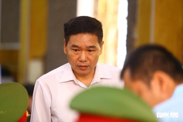 Hoãn phiên tòa xử vụ gian lận thi cử ở Sơn La vì nhiều người được triệu tập vắng mặt - Ảnh 3.