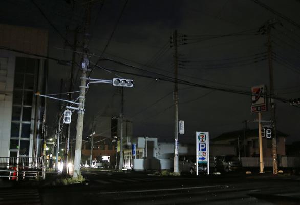 1 tuần sau bão, 80.000 hộ gia đình Nhật vẫn chưa có điện - Ảnh 2.