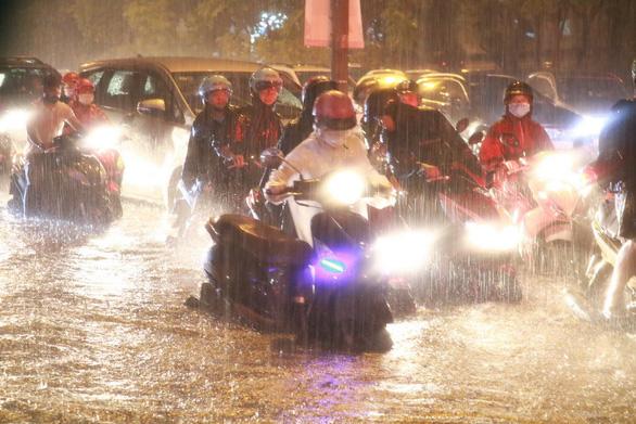 TP.HCM, Nam Bộ tiếp tục mưa lớn đến giữa tuần - Ảnh 1.