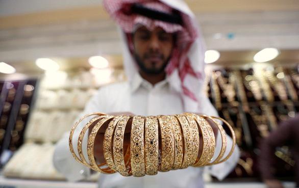 Tấn công 2 cơ sở lọc dầu Saudi Arabia: giá dầu phi mã, vàng bạc tăng theo - Ảnh 3.