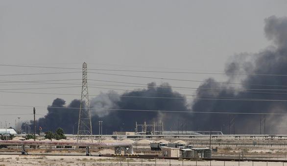 CNN: Tên lửa hành trình từ Iran tấn công nhà máy lọc dầu Saudi Arabia - Ảnh 1.