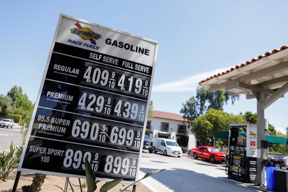 Tấn công 2 cơ sở lọc dầu Saudi Arabia: giá dầu phi mã, vàng bạc tăng theo - Ảnh 1.
