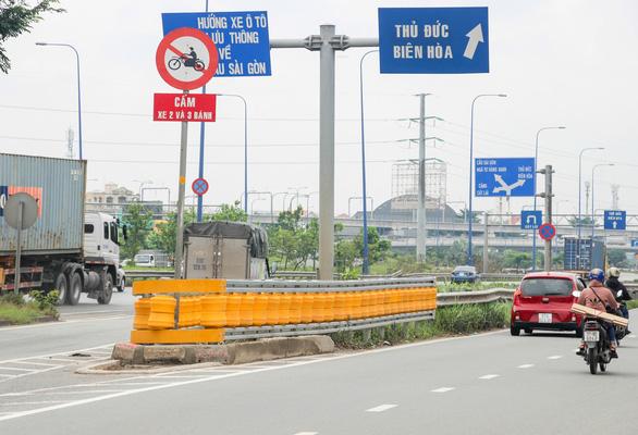 Lắp hộ lan bánh xoay trên đường Mai Chí Thọ để giảm tai nạn giao thông - Ảnh 5.