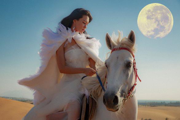 Bùi Lan Hương trở lại ấn tượng cùng Mặt trăng - Ảnh 3.