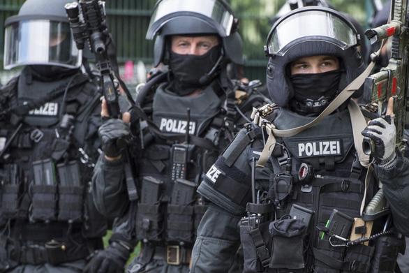 Đức bắt 9 người Việt trong đường dây buôn người thông qua kết hôn giả - Ảnh 1.