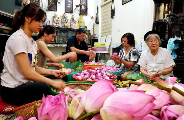 Người gìn giữ thiên cổ đệ nhất trà ở Hà thành - Ảnh 2.