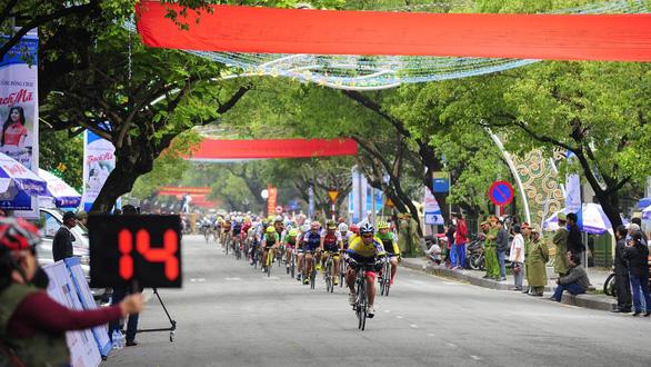 Coupe De Huế 2019: Giải đua xe đạp kỳ lạ - Ảnh 1.