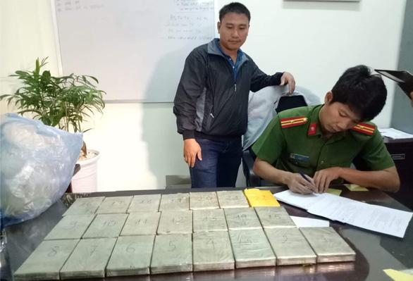 Tuyên tử hình nữ bị cáo 39 tuổi mang 22 bánh heroin về Việt Nam - Ảnh 2.