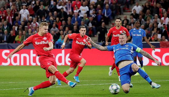 Chỉ mất một hiệp để lập hat-trick ở lần đầu đá Champions League - Ảnh 2.