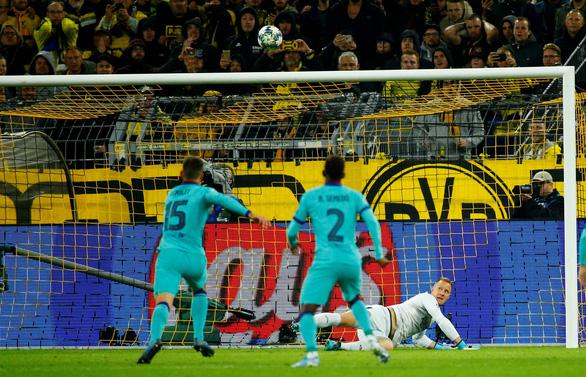 Thủ thành Stegen tỏa sáng, Barca 'thoát chết' trước Dortmund - Ảnh 2.