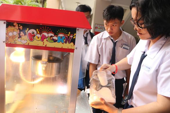 Học sinh làm bắp rang bơ để... học hóa - Ảnh 3.
