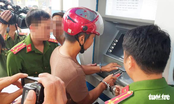 1 phút đánh cắp thông tin thẻ ATM của nhóm người Trung Quốc - Ảnh 3.
