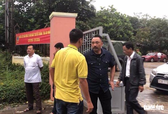 Bị cáo đi cấp cứu, phiên tòa xử Phượng râu tạm dừng - Ảnh 1.