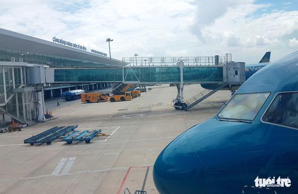 Trộm vòng đeo tay ở sân bay, chịu phạt 8,5 triệu đồng - Ảnh 1.
