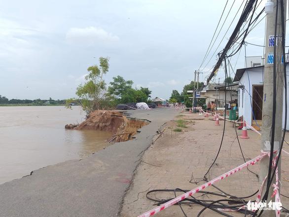 Tỉnh An Giang kè lại đoạn sạt lở quốc lộ 91 với kinh phí 160 tỉ đồng - Ảnh 1.