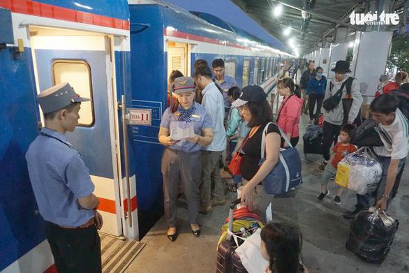 Bắt đầu nhận đăng ký mua vé tàu tập thể Tết Canh Tý - Ảnh 1.