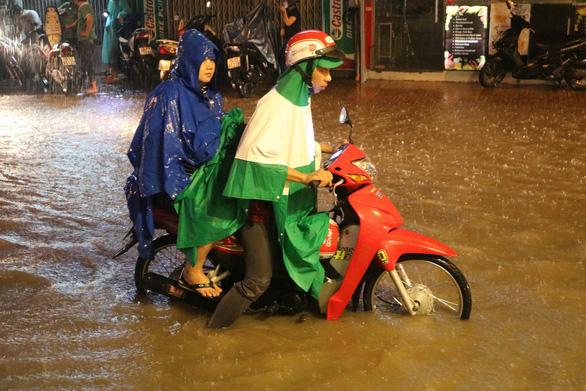 Cả nước mưa, TP.HCM và nhiều tỉnh nguy cơ ngập, lở đất - Ảnh 1.