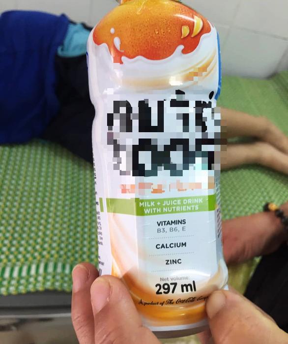 Xác minh chất lạ trong chai sữa uống chung khiến 4 học sinh nhập viện - Ảnh 1.