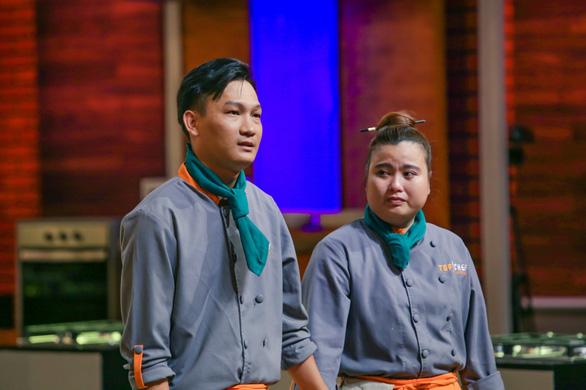 Hoàng Vương là thí sinh đầu tiên cuốn dao rời Top chef Vietnam 2019 - Ảnh 1.
